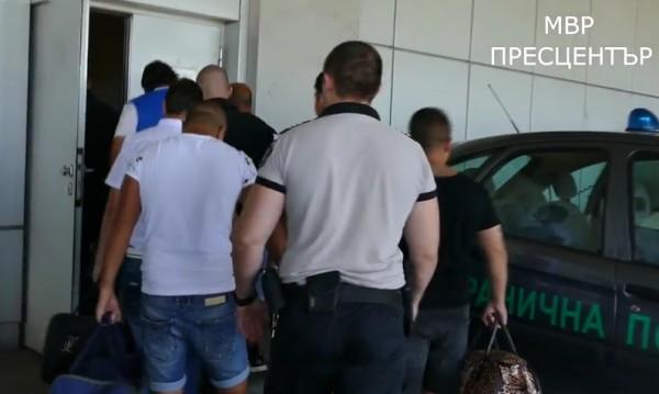 За трафик на хора: Екстрадираха 8 българи в Испания