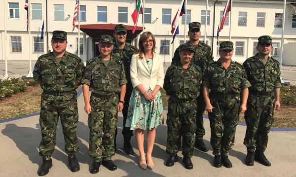 Захариева от Сараево: Дават висока оценка на военните ни!