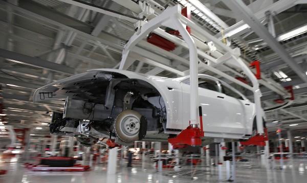 Заплата от $18 на час в Tesla – твърде ниска?