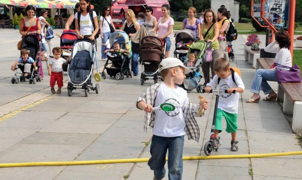 В Северния парк в София: Празник на кърменето