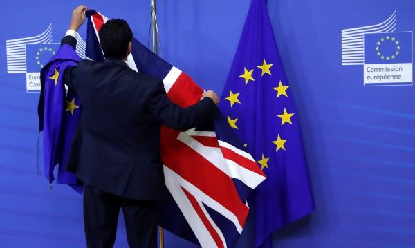 След Brexit: Младите от ЕС с 2-годишни британски визи?