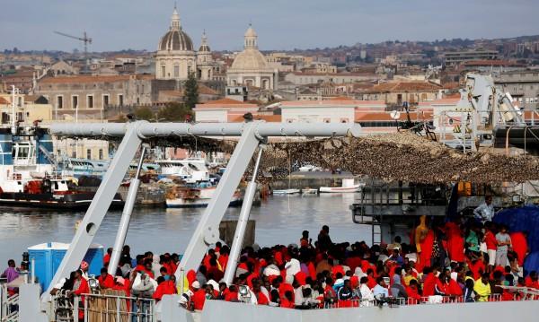 Крепостта Европа: Ще направи ли Италия сделка за мигрантите с Либия?