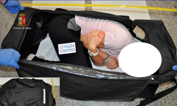 За продажба в нета! Поляк натъпка манекенка в куфар