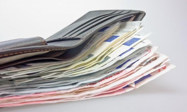 Мъжка такса: В бар господата плащат повече, по-богати били!