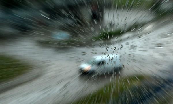 След голямата жега - пороен дъжд в София! Екипи чистят шахти