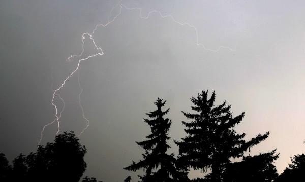 Паднали клони, наводнени участъци - 50 сигнала в София