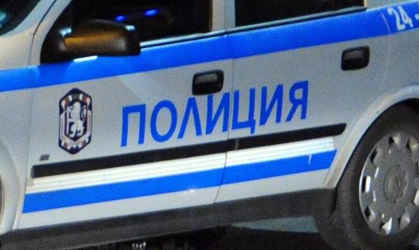 Арестуваха мъж, метнал 80 лв. в патрулка за... катаджиите