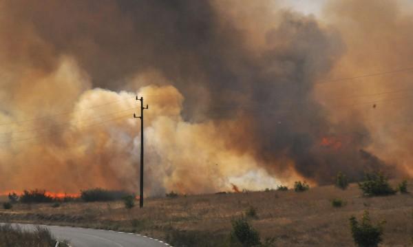 Угарки, искри, стъкла... Пожарите тръгват от набрежност
