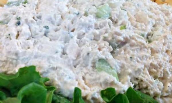 Рецептата Dnes: Пилешка салата с кисели краставички и майонеза