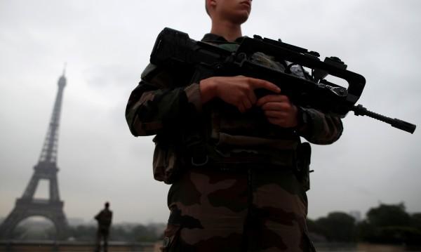 Шестима френски войници ранени след операция в Париж