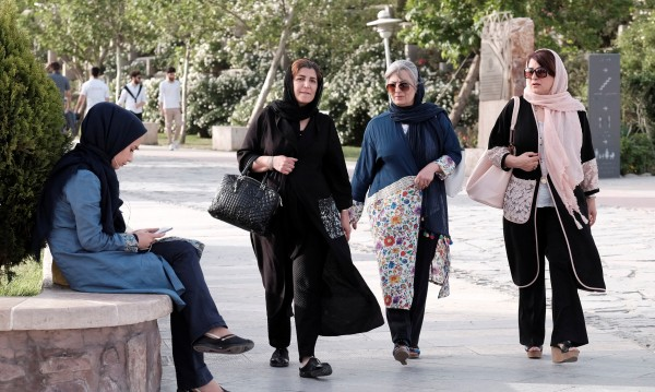 Запазено за жени: Парковете, в които иранките ходят с минижупи