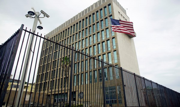 """САЩ разследват загадъчни """"инциденти"""" в посолството в Куба"""