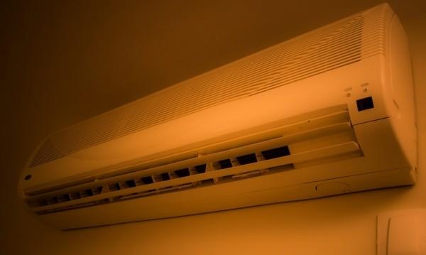 Климатикът вдига с до 8% сметката за ток в жегите