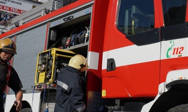 Инцидент или палеж: Пожар горя в саниращ се блок