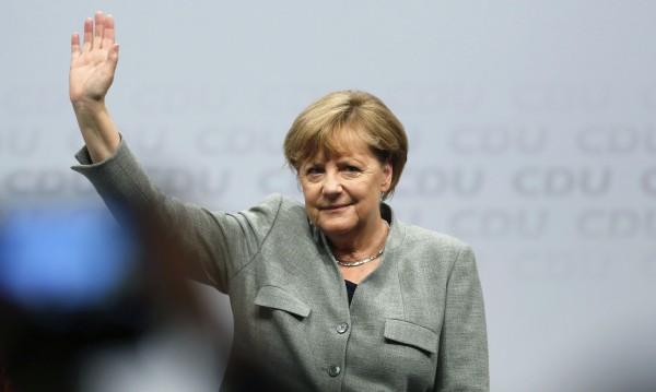 Може ли Меркел да бъде изместена? Шулц вярва в това
