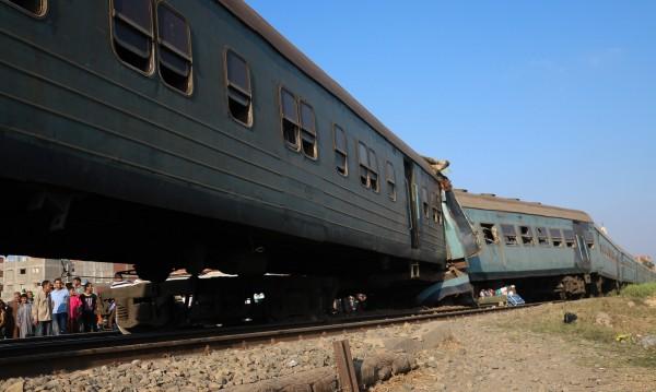 Влакове в Египет се сблъскаха. Задържаха машинистите