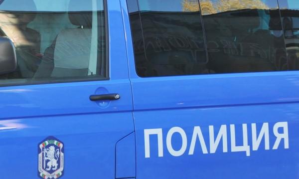 Дрогиран вдигна брадва срещу хора в София, задържаха го