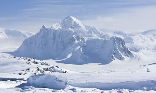 Над 90 скрити вулкана под ледовете на Антарктида