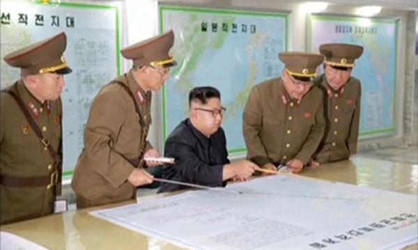Ким Чен Ун гледа какво правят САЩ, после ще решава