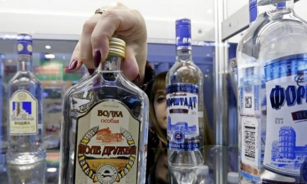 Руснаците пестят от... водка. Продажбите й се сриват