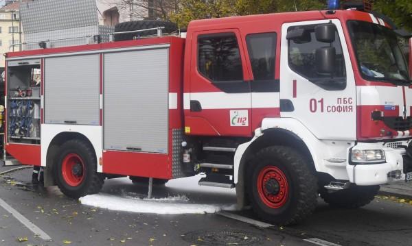 Автобус пламна на пътя край София