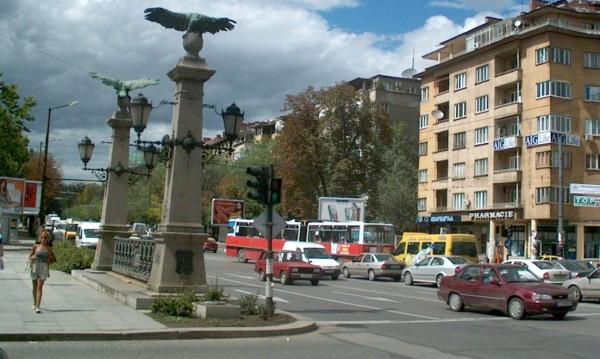 """Кола се е запалила на """"Цариградско шосе"""" след ПТП"""