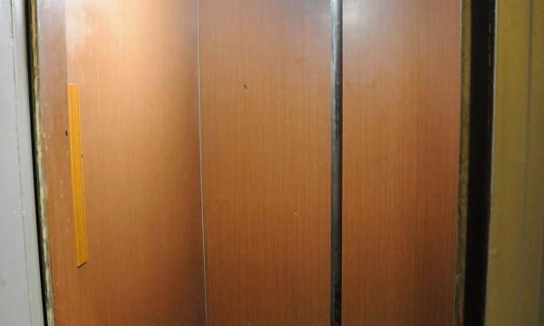 История от Русе: 40 минути с бебе в заседнал асансьор