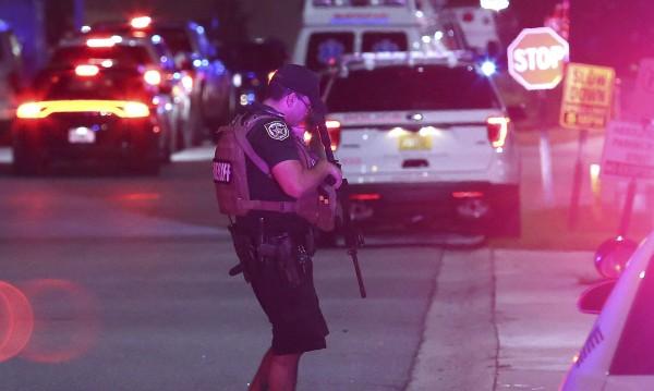 Загинал полицай и трима ранени при престрелки във Флорида
