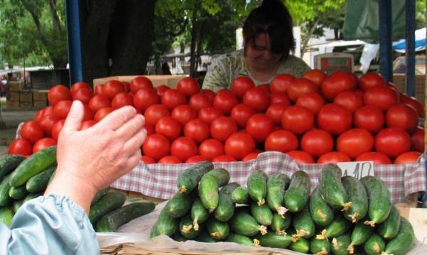 Плодове и зеленчуци поевтиняват, сиренето поскъпва