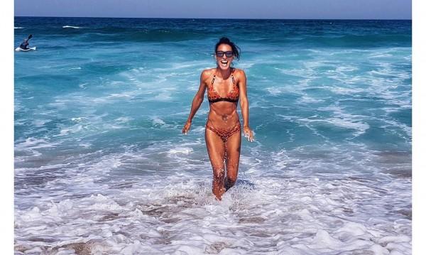 Перфектна и на плажа: Ивет Лалова показа форми