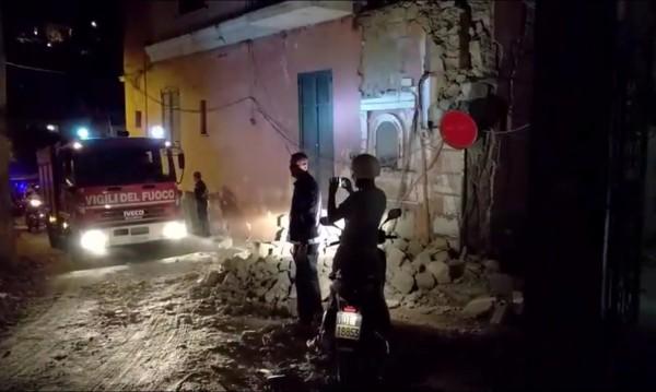 След труса в Италия: Туристите напускат Иския