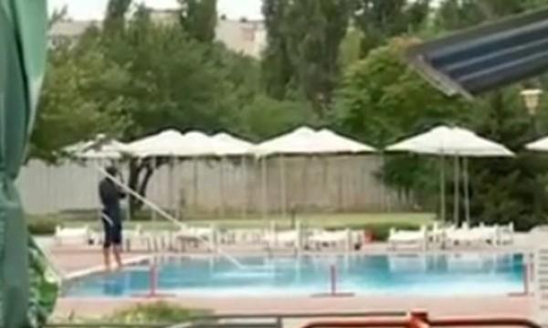 Дискриминация ли е? Не пуснаха роми в басейн в Пловдив