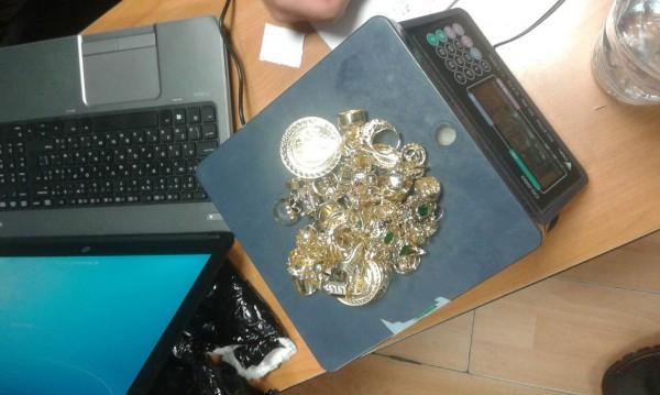 """Хванаха контрабандни златни пръстени и обици на """"Лесово"""""""