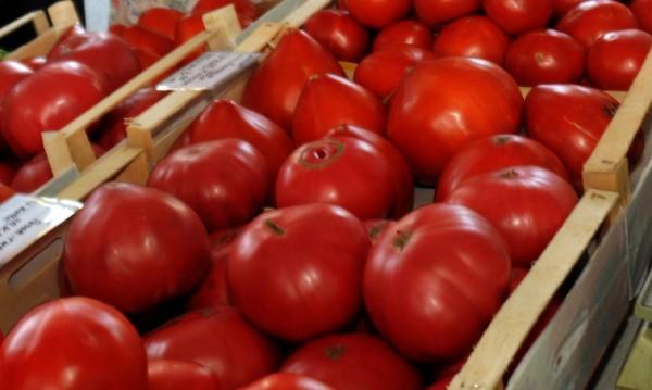 Жена си напазарува домати с фалшиви €100