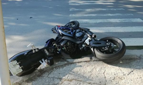 Ужас на пътя: Моторист помете пешеходка, и двамата – мъртви