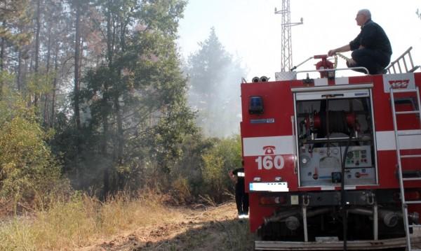 И военни се включиха в гасенето на пожара край Мечкул