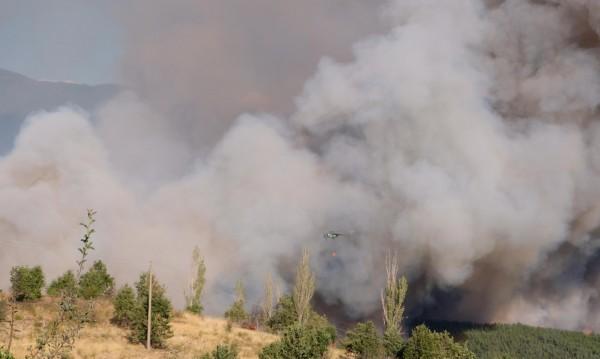 Пазят евакуираните села, 500 в битка с огъня в Кресненско