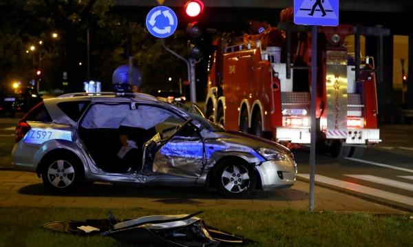 Кола от кортежа на Столтенберг катастрофира във Варшава
