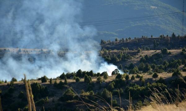 Пожарът край Кресна затвори пътя за Гърция
