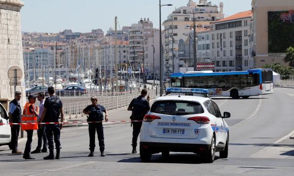 В Марсилия: Психично болен мъж нападна непознати с нож