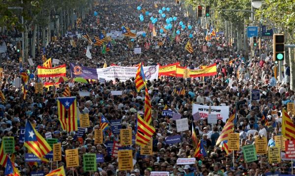 Хиляди испанци на улицата – обединени срещу терора