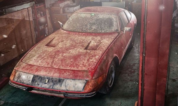 Продават бижу на Ferrari, прекарало близо 40 г. в гараж