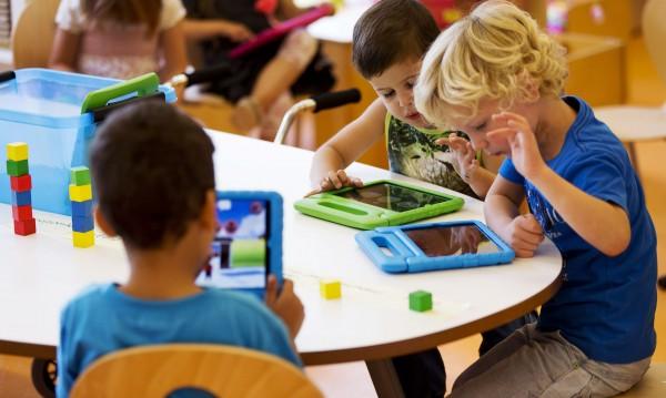 Влез в час: Дигиталните деца и аналоговите им родители