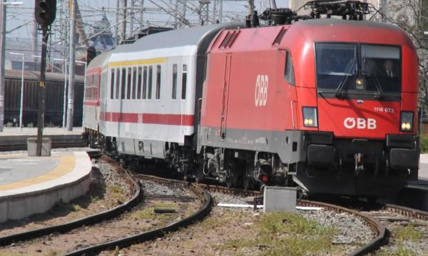 Влак прегази мъж, хвърлил се на релсите