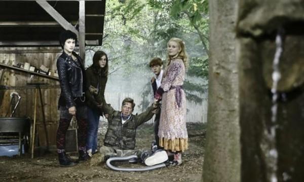 """Потайности в малкия град със """"Сестрите вампирки 2: Прилепи с стомаха"""""""