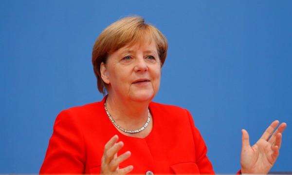 Меркел: Приехме бежанците като хуманитарно изключение
