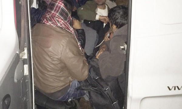 37 чужденци без документи са задържани край Ихтиман