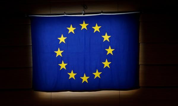 Никой не иска да шие лукс шаловете за еврошефството
