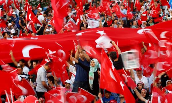 Направиха огромно турско знаме – 2400 кв. метра