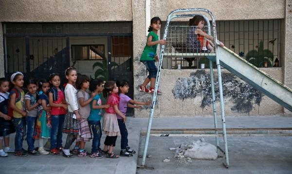 Зеленчукови градини в училища в Сирия, за гладните деца